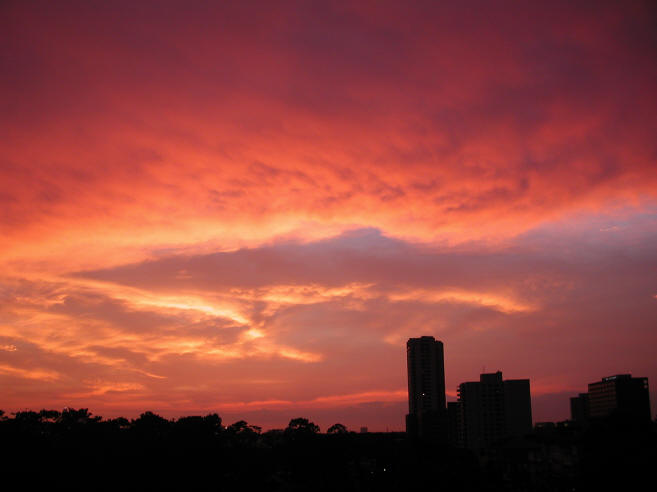 Changing Houston skies: sunset, 07/14/2001